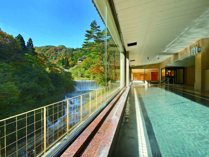 【大浴場/瀧の湯】開放感と渓谷美を愉しむ