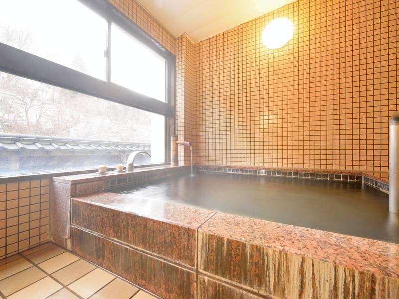 【貸切風呂/かわせみの湯・おしどりの湯】源泉かけ流しの内湯貸切風呂