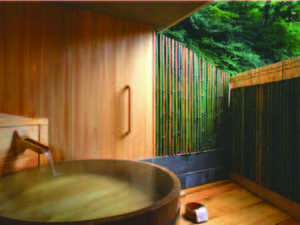 【貸切風呂/樽の湯】木のぬくもりに心休まる