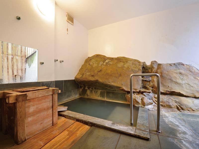 【貸切風呂/石の湯】石のいぶきに浸かる