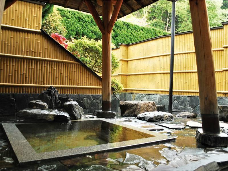 【露天風呂】趣あふれる浴場でゆったり