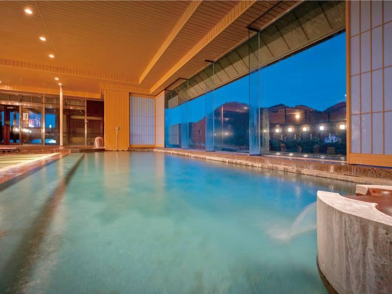 【大浴場/萩姫の湯】磐梯熱海温泉と自家源泉の混合泉が注ぐ