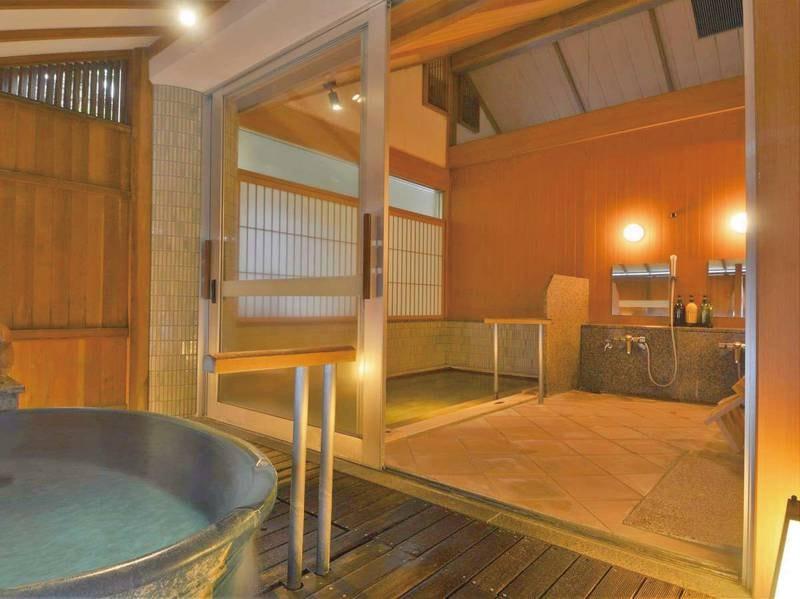 【貸切風呂「滝見の湯」】内湯と半露天風呂付の貸切風呂※有料
