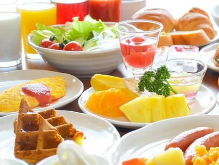 【朝食/例】充実のメニューが並ぶ朝食