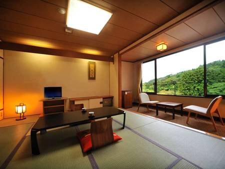 【本館和室/例】静かで落ちついた雰囲気を満喫できる本館和室でご案内