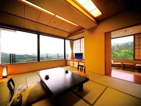 【タワー館和室[禁煙]/例】開放的な眺めが自慢のタワー館和室からは会津若松市街を大パノラマで望む