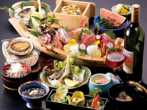 【ゆこゆこ海の幸満喫プラン/例】新鮮な海の幸が満載!1組1台舟盛付の夕食を堪能