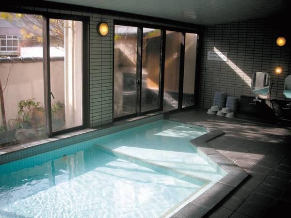 【大浴場】広々とした内湯で心身ともにリラックス♪