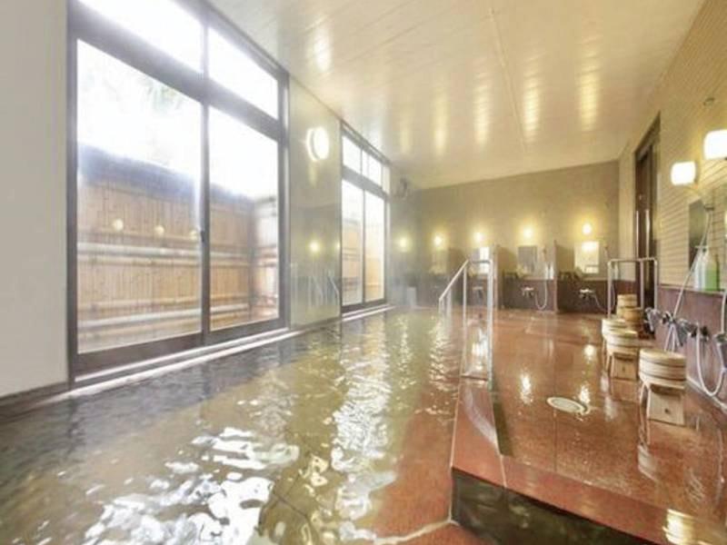 【大浴場】広々とした大浴場でくつろぐ