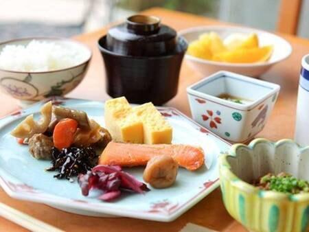 【朝食バイキング/一例】現在感染予防のため「セットメニュー」または「お弁当」(内容は状況により決めさせていただいております)