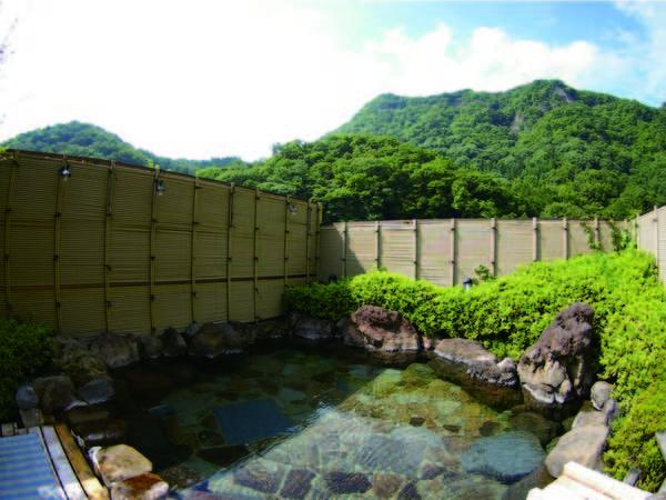 【男性露天風呂/村祭り】開放感と大自然に囲まれて温泉を愉しむ贅沢