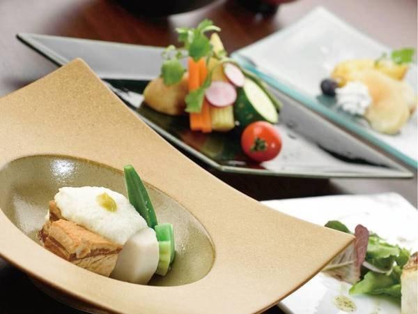 【夕食/一例】献立は月ごとに、季節の味をご用意しております