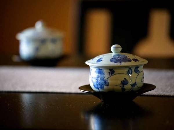 【客室イメージ】お部屋ではまず、地元産のお茶で一服