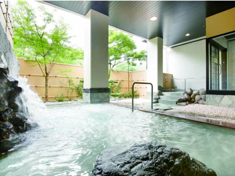 【大浴場露天/男性】柔らかなお湯が自慢の温泉