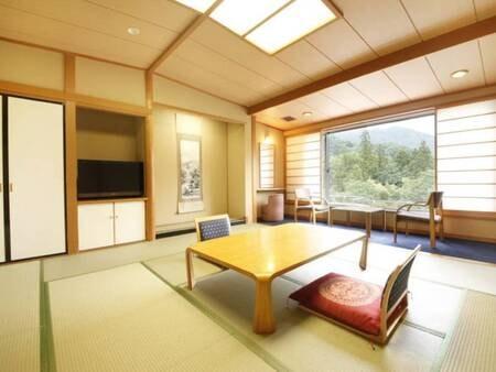 【安らぎ館・渓流側/例】渓流を望む12.5畳和室
