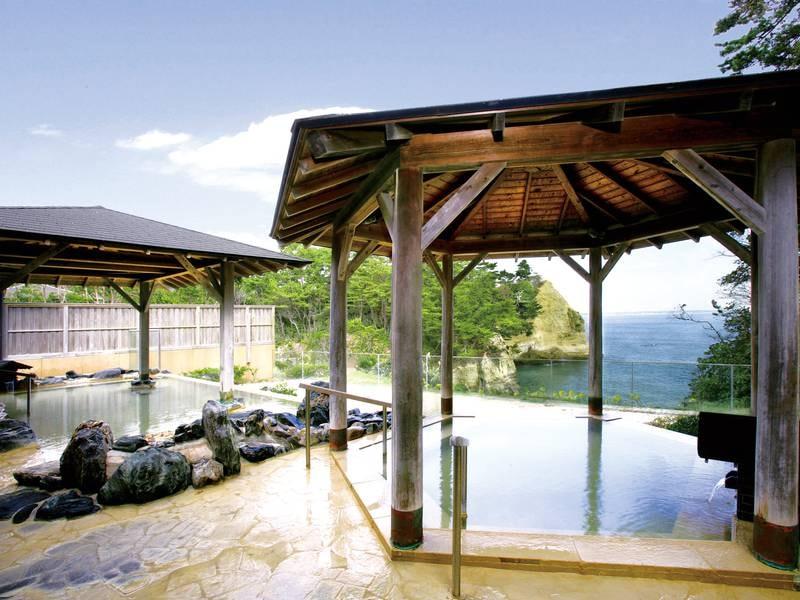 【大観の湯/露天風呂】雄大な太平洋を望む浴場は源泉100%かけ流し!