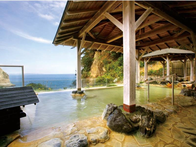 【大観の湯/露天風呂】太平洋の彩りに抱かれながら露天の風情を堪能
