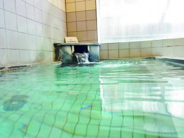 【大浴場】6名定員と広くはないが一晩中入浴可能
