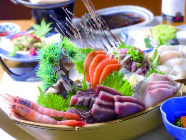 【舟盛りプラン/3名盛の例】近海魚の舟盛り6種など