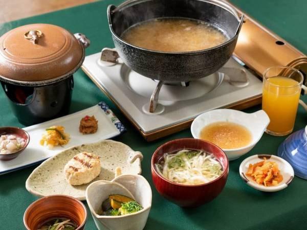 【朝食/例】地元の食材を取り入れた和食膳