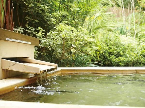 【客室露天風呂/一例】お部屋ごとに色々な露天風呂をご用意しております