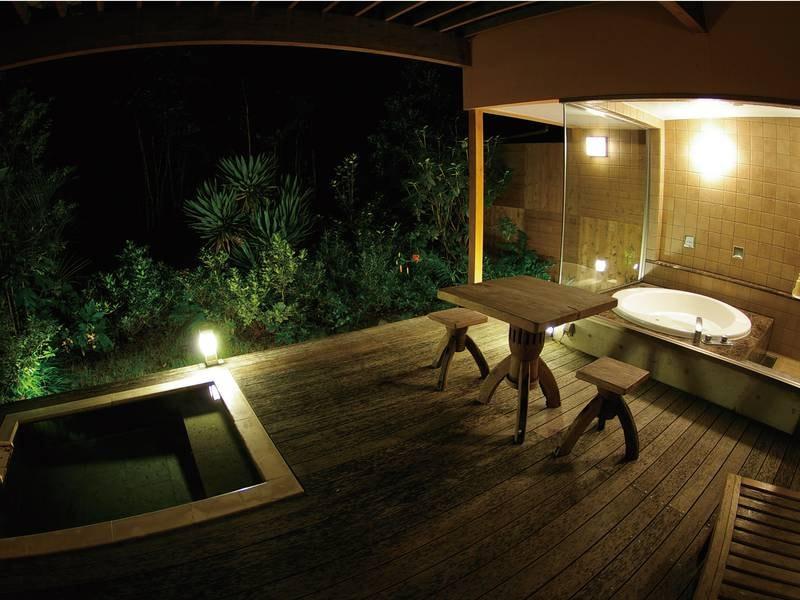 【客室露天風呂/一例】夜は落ち着いた雰囲気で心身ともにリラックスできる