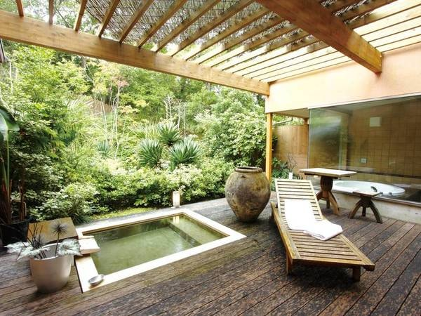 【客室露天風呂/一例】雨の日でも♪屋根を完備しているため安心してお寛ぎいただけます