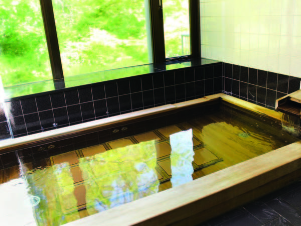【女性大浴場】樹齢千年にもなる古代桧の湯船で旅情に浸る