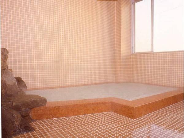 【内湯/本館】アルカリ性の温泉でじっくり温まる