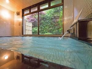 【大浴場】とろみのある泉質の湯が注ぐ