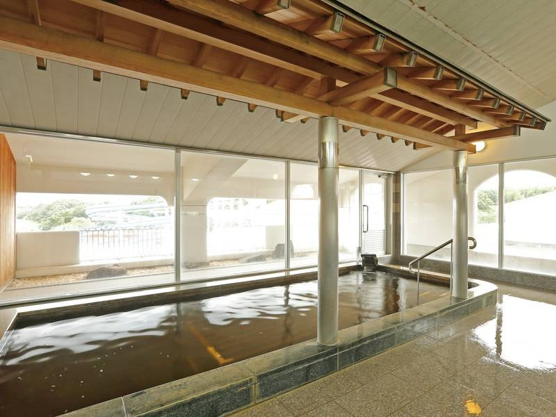 【展望大浴場】保湿力に優れ、湯冷めしにくい塩化物泉