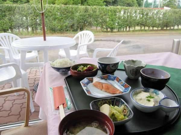 【朝食/例】自然を望むレストランにて和食御膳をご用意