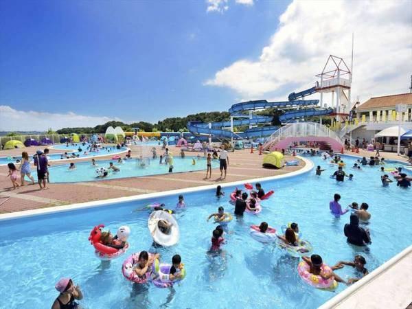 【併設/屋外プール(夏季限定)】全長140メートルの流れるプールや幼児用プールなどを完備