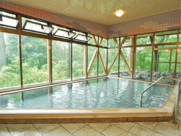 【大浴場】pH8.75で古くから美人の湯とされてきたトロトロの温泉を満喫
