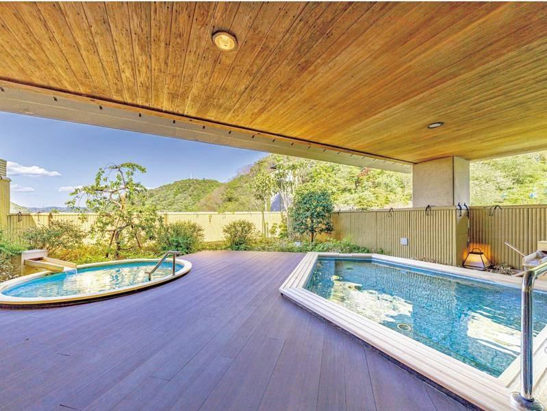 【女性用露天風呂】こもれびの湯。桂川のせせらぎと心地良い自然の風を感じる