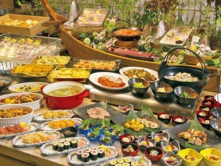 夕食バイキング/例。※安全を考慮し、一部料理はスタッフが取り分けしたり、小鉢でのご提供