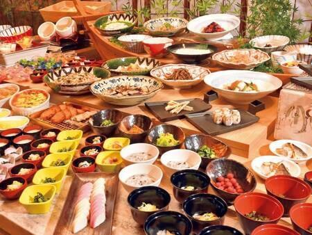 朝食バイキング/例。※安全を考慮し、一部料理はスタッフが取り分けしたり、小鉢でのご提供