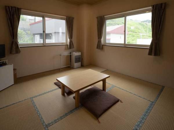 【和室】こじんまりとしてゆったりとできる客室/例