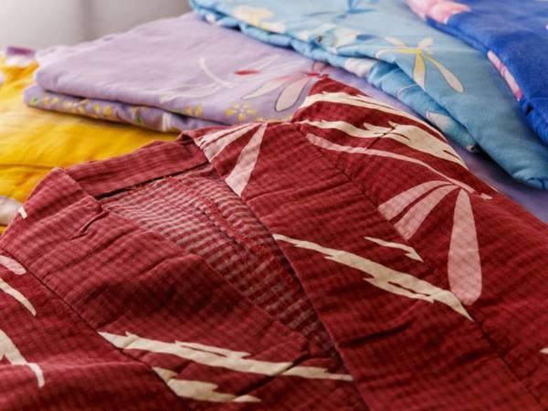 女性のお客様に就寝用の浴衣とともに選べる色柄浴衣をご用意しています