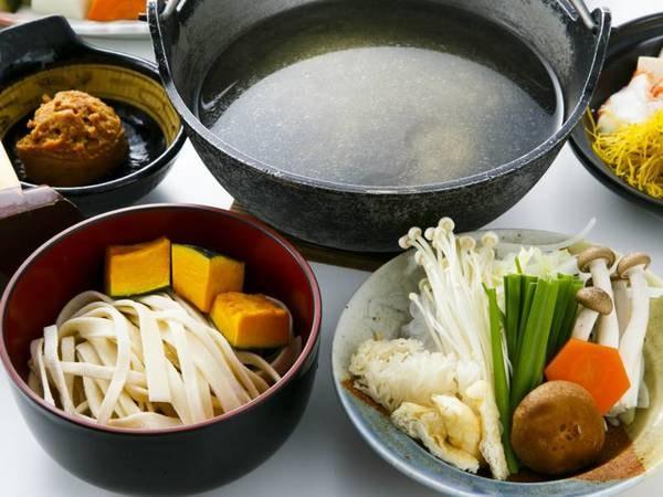 選べる主菜③ホロホロ鳥の出汁でつくる宿オリジナルスープの甲州名物「ほうとう鍋」(一例)