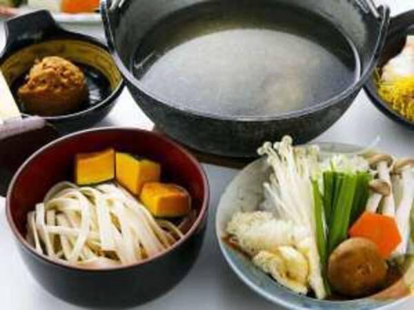 ③ホロホロ鳥の出汁でつくるほうとう鍋