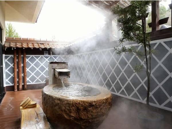 御影石の客室露天風呂/一例