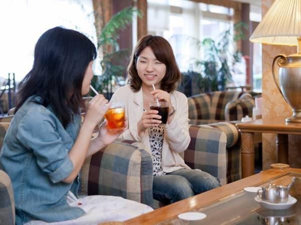 カフェ・ド・フロールではご滞在中のひとときをお過ごし下さいませ