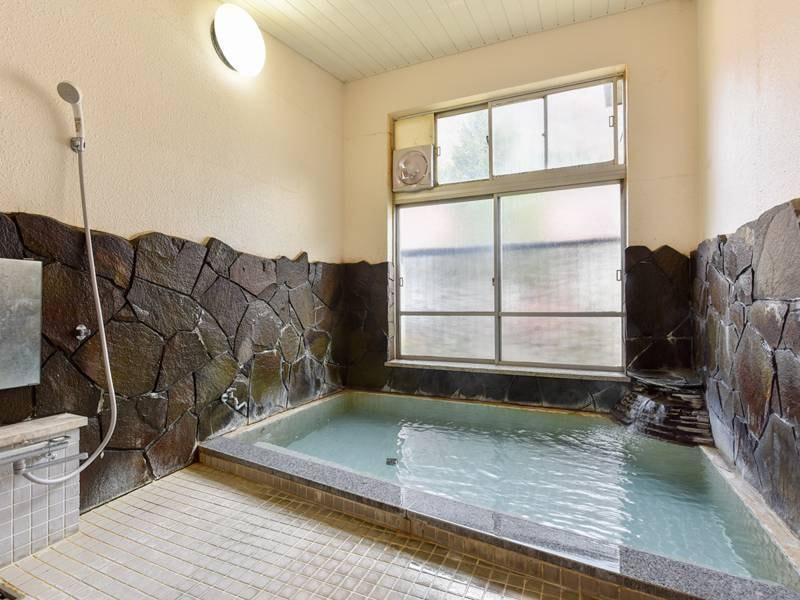 *女性風呂/湯野上温泉は肌の角質を落としスベスベになるため美肌効果があると言われています。