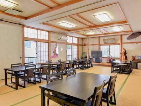 *食事処/夕朝のお食事は1階のテーブル席にてご用意いたします。