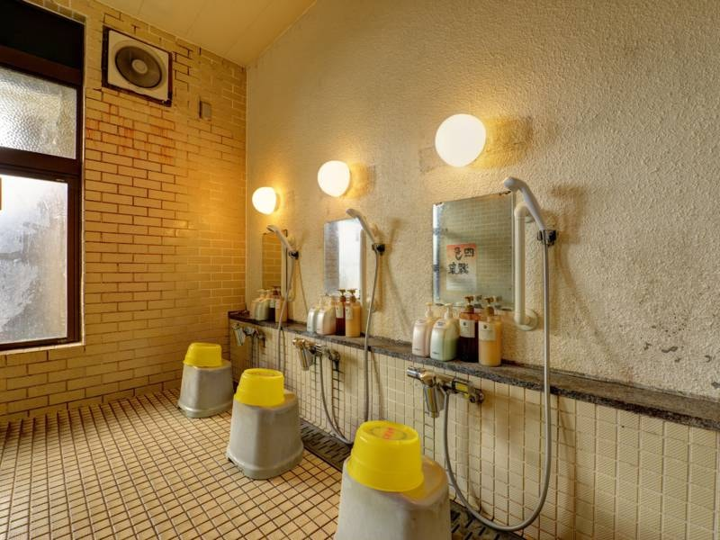 *【大浴場一例】洗い場。備え付けのシャンプー・ボディソープはご自由にご利用いただけます。