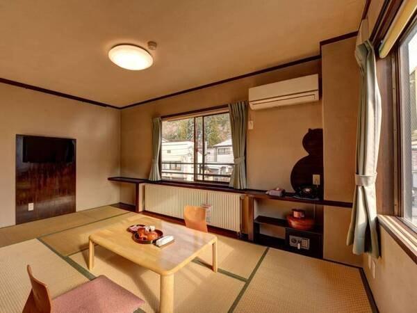 *【和室7.5畳一例】温泉街側のお部屋では、風情ある町並みを眺めながら寛ぎの時を。