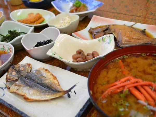 定番の干物など漁師町ならではの味をどうぞ!