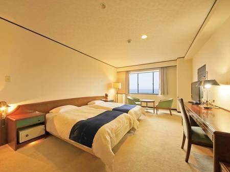 【海側セミスイート(最上階68㎡)一例】当館で最も広く、海の見える最上階のお部屋です