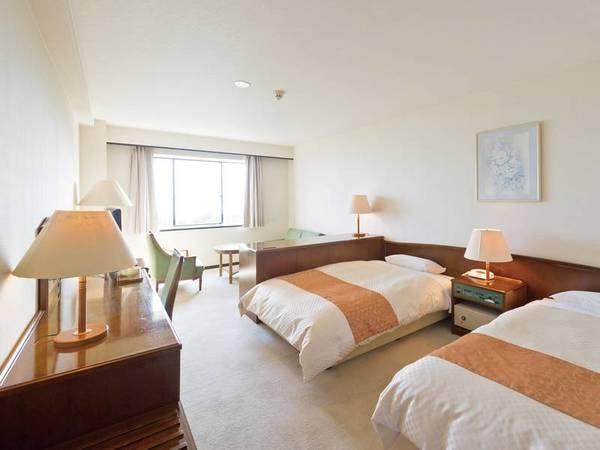 【海側デラックスツイン(最上階32㎡)一例】海と空、そして豊かに広がる松林の全てを独占できる贅沢なお部屋!
